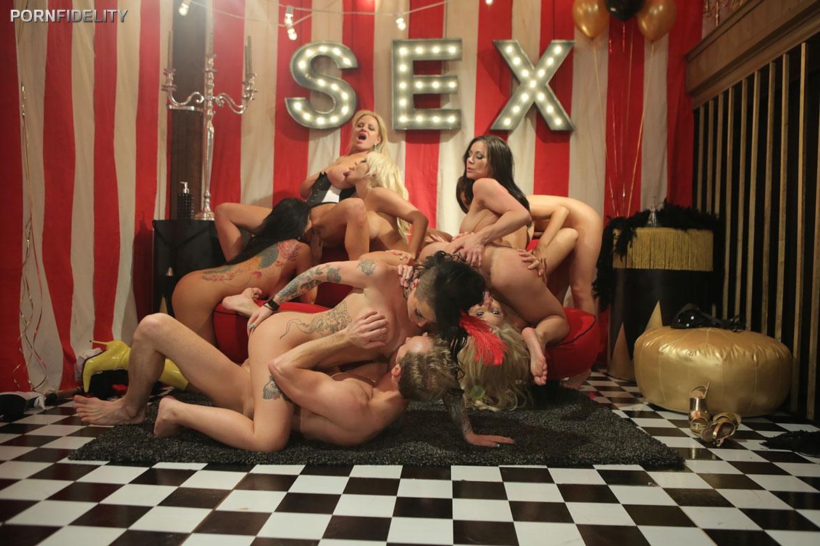 смотреть эротика в цирке