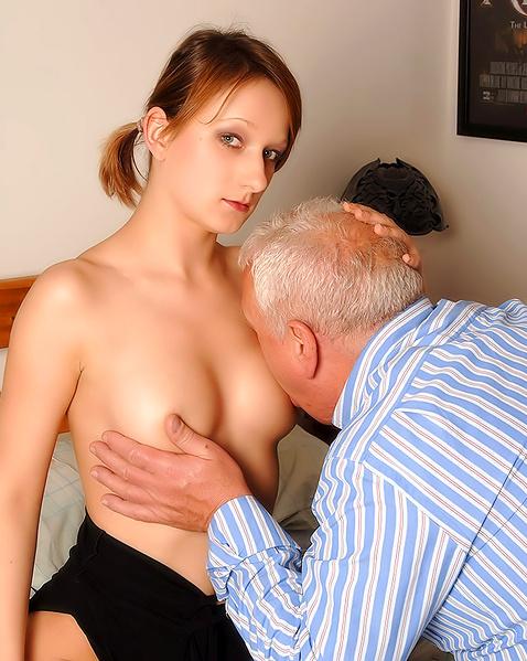 Рыжая дочка с бритой пиздой страстно ебется с отцом в инцесте