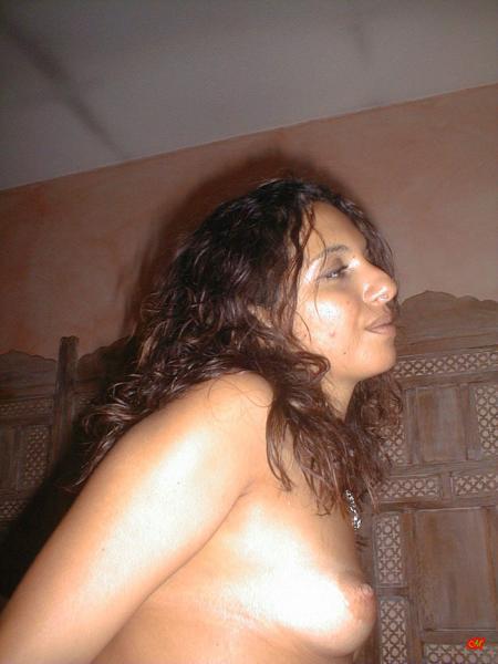 Грузинка с волосатой пиздой  и большой жопой мечтает о ебле на кровати