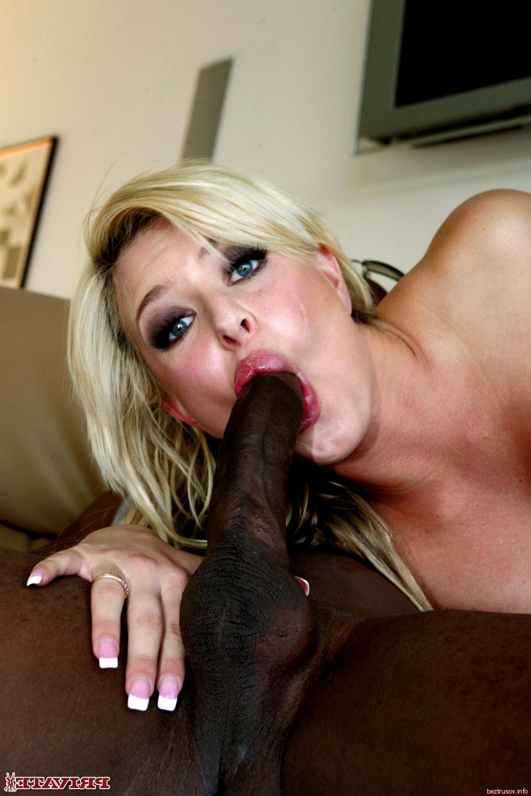 blondinka-soset-negru