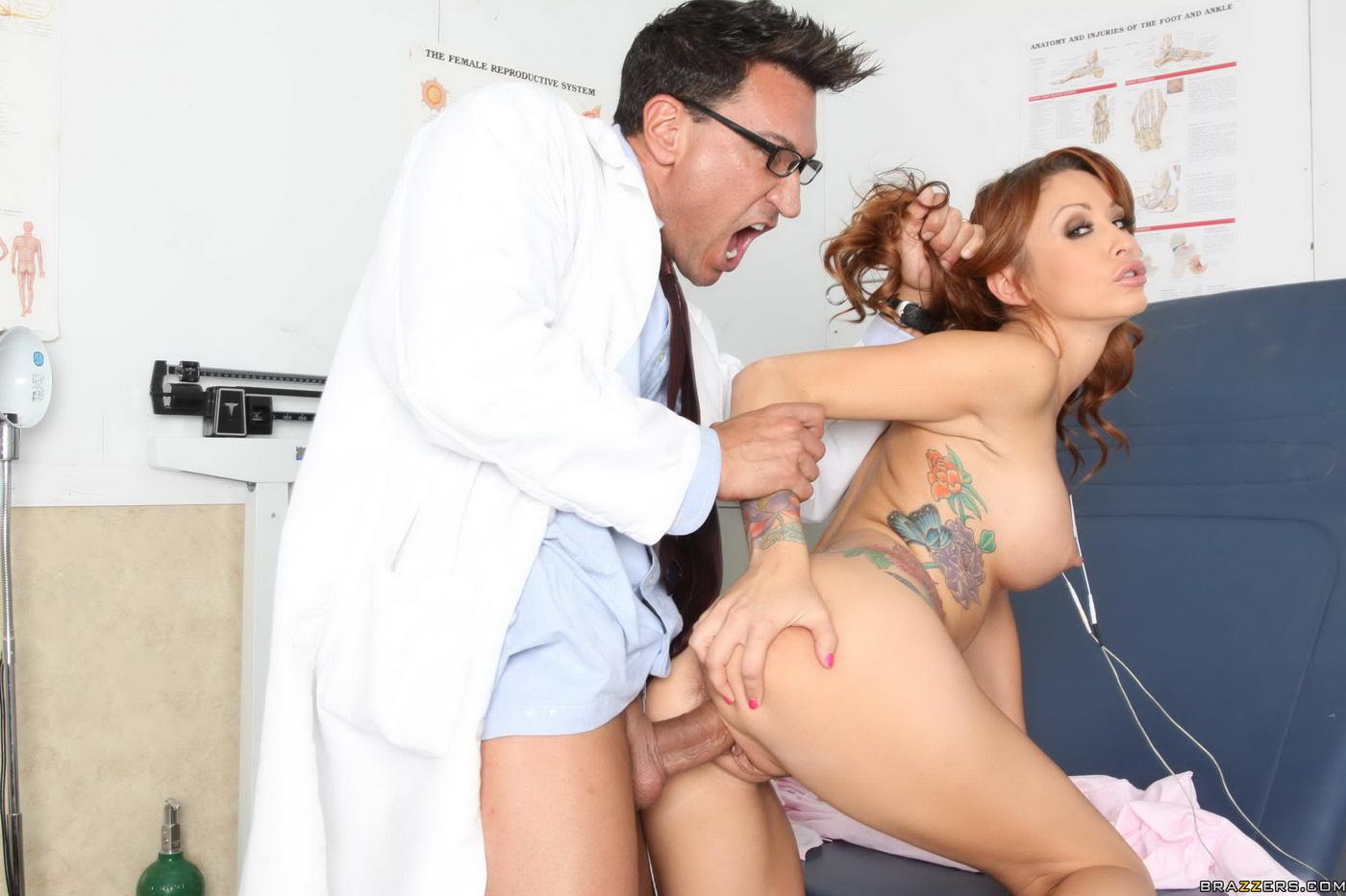 Жесткий трах медсестр