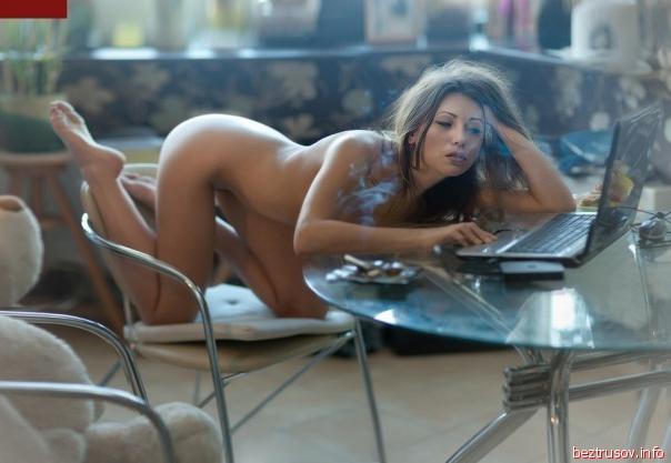 Девушки обожают мобильное фото, показывая упругие сиськи и письку