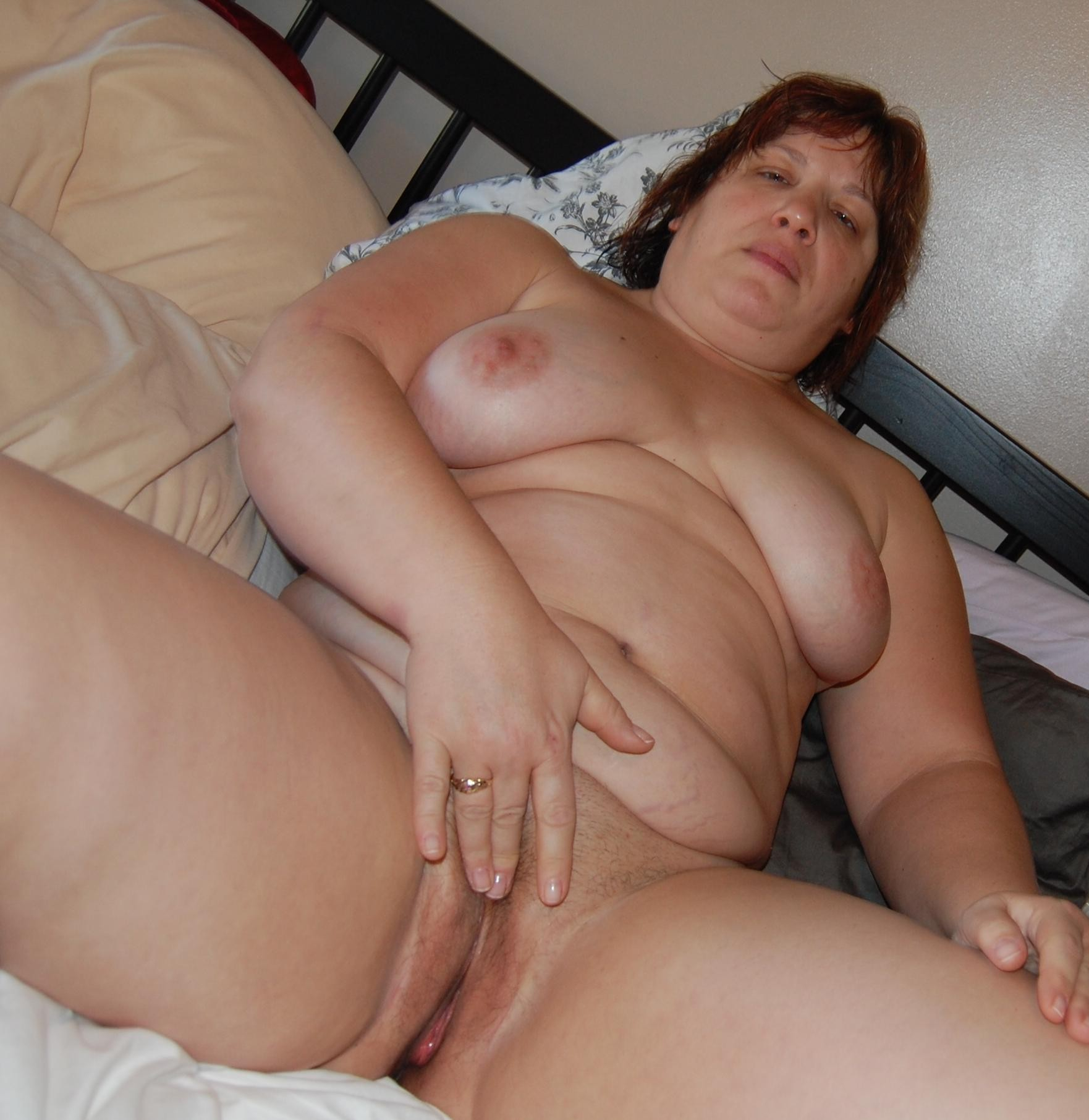 пышка мастурбирует порно фото