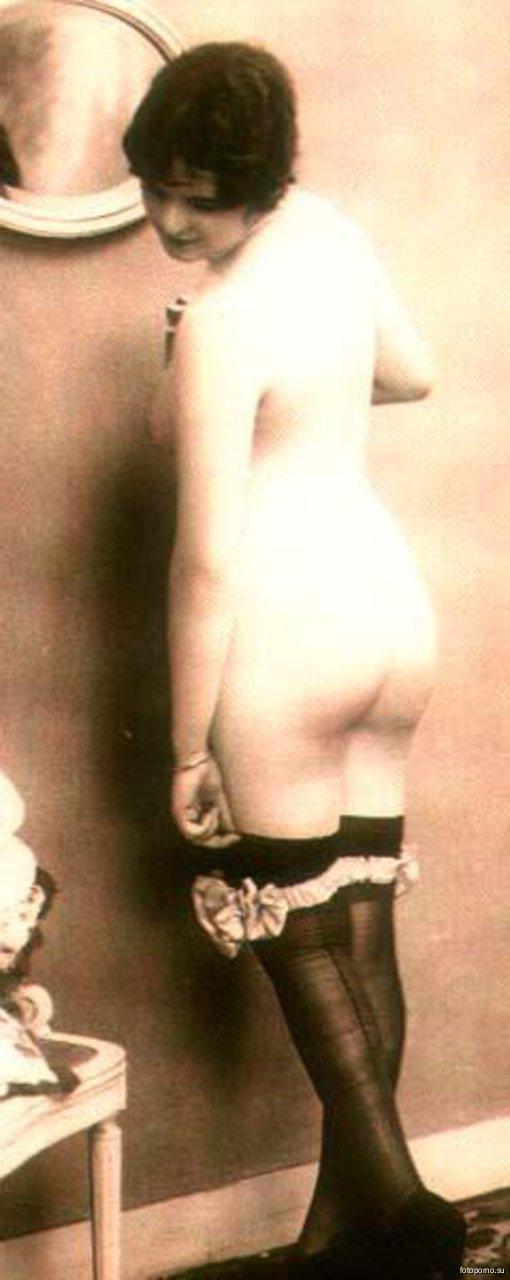 откровенные фото девушек показывающих пизду