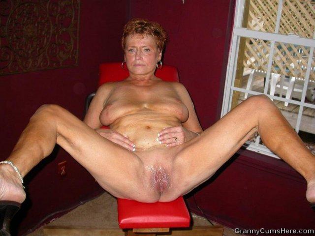 50-и летняя полная дама сосет хуй и ебется в пизду в оргии