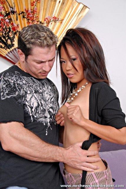Азиатка в кроткой юбке с голыми сиськами ебется в разных позах