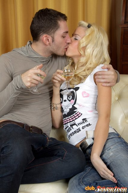 Порно фото отсасывающих блондинок