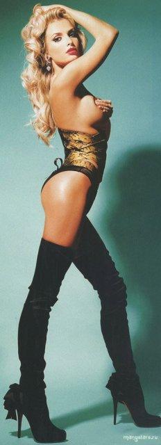 Известная Татьяна Котова в порно фото для журнала с голой вагиной