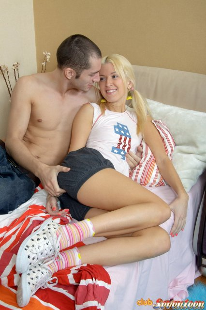 Интим фото группового секса блондинки с бритой пиздой