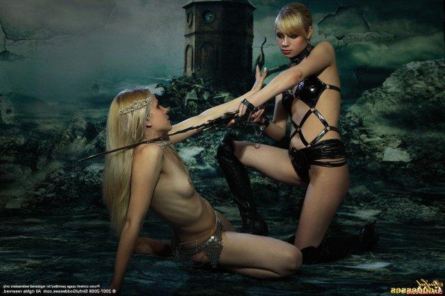 Блондинки лесбиянки с маленькой грудью захотели ебли после куни