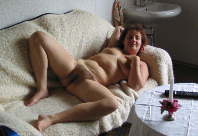 Порногалерея ебатьзрелых женщина лижет пизду