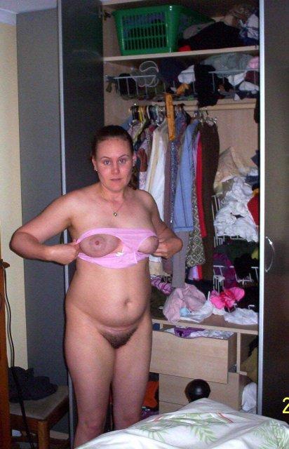 Мама голая позирует на фото порно фото
