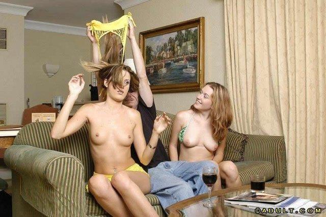 Групповой секс молодых проституток трахающихся в пизду после минета
