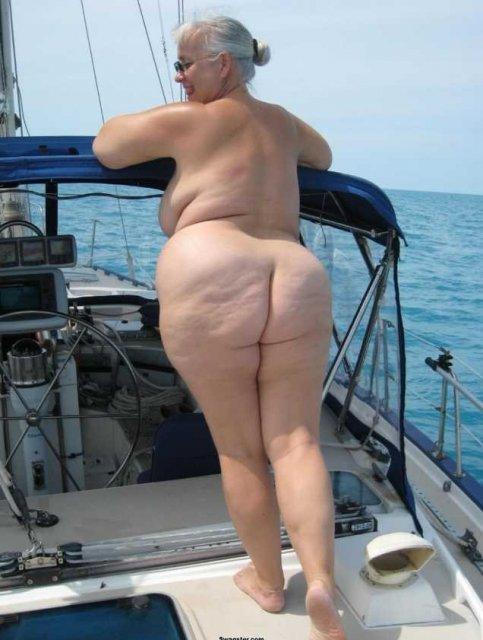 Молодая пышка в сексуальном белье мечтает о ебле толстым членом