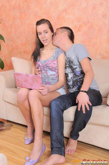 Секс порно фото русской целки трахающейся в групповухе после отсоса