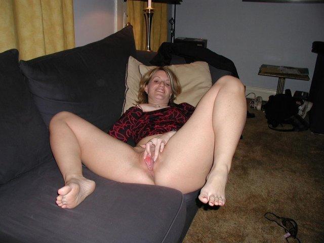 Толстуха на порно фото раздвигает ноги и мечтает про вагинальный секс