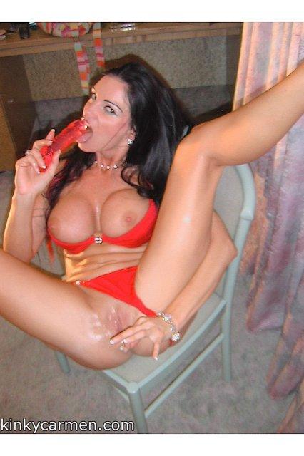 Красивая брюнетка в купальнике обожает извращения, фетиш и жесткую еблю