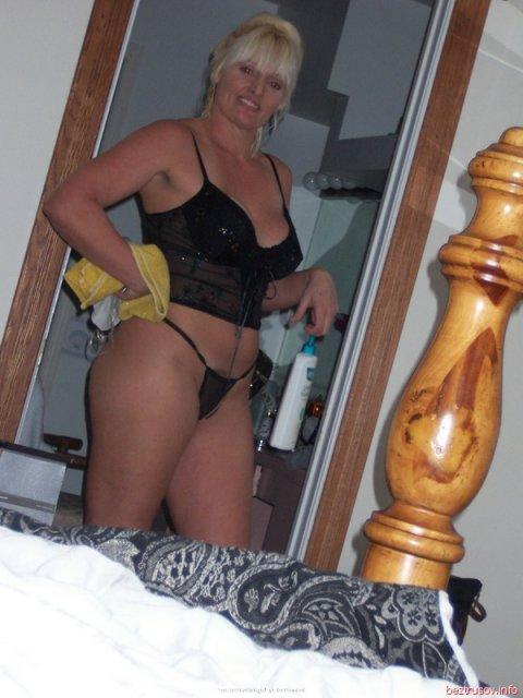 Частные фото молодой извращенки мечтающей о жестком сексе