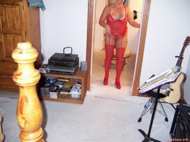 Частные фото зрелой блондинки с огромными сиськами и голой писей