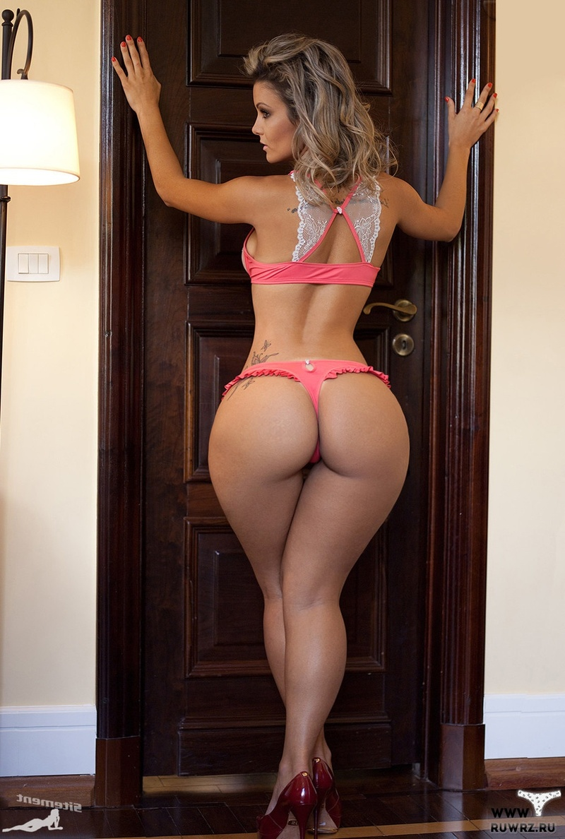 Девушка с широкими бедрами порно фото