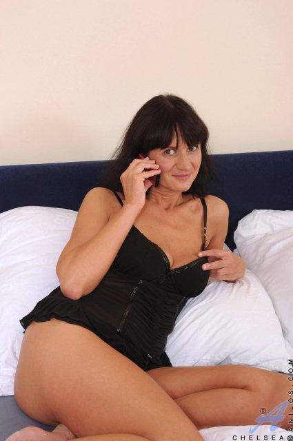 порно в спальне с брюнеткой по сабачьи