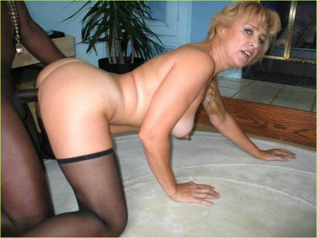 Возбужденная тетя порно