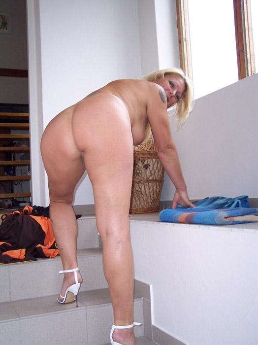 мама с большой попкой в сперме фото