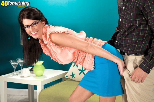 50 летняя учительница в очках трахается на толстом члене сверху