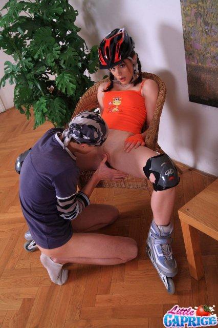 Спортивная целка показывает кремпай в киске после первого секса