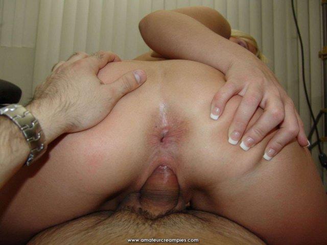 Блондинка крупно с кремпаем после вагинального секса без презерватива