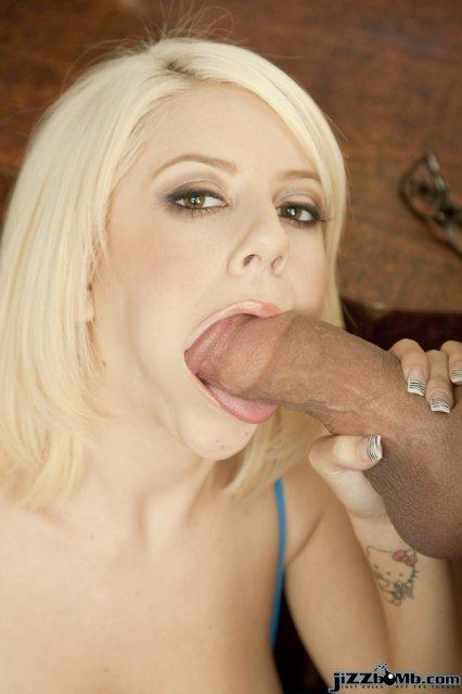 Опытная секретарша с маленькой попкой в сексе в крутом порно