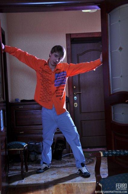 Инцест: русская мама в колготках принимает в пизде большой член сына