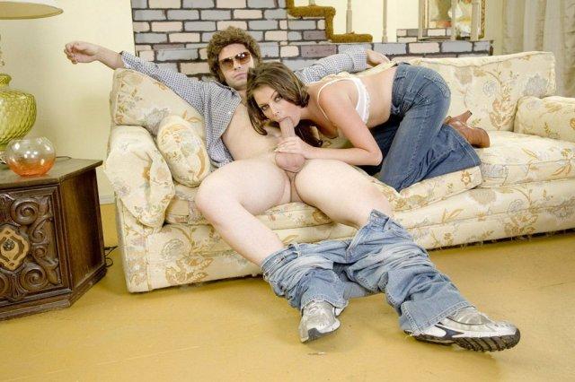 На свежих фото сексуальная телочка в сапогах занимается еблей
