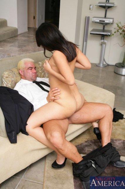 На секс фото привлекательная жена ласкает клитор в минуты полового акта