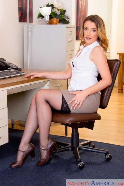 Сексуальная секретарша танцует стриптиз видео — photo 12