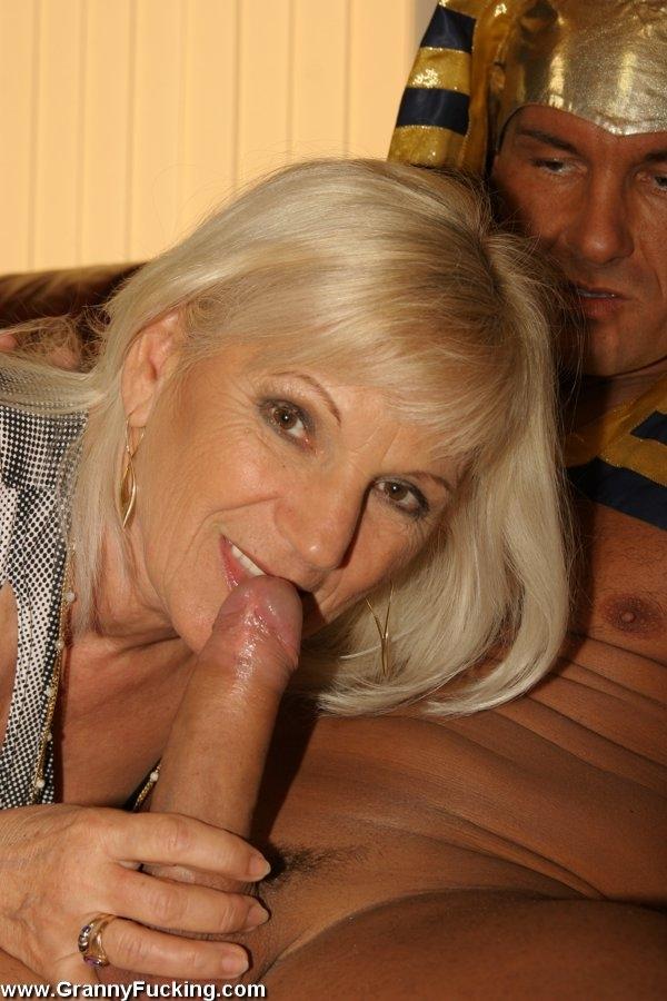 старушка блондинка шлюха