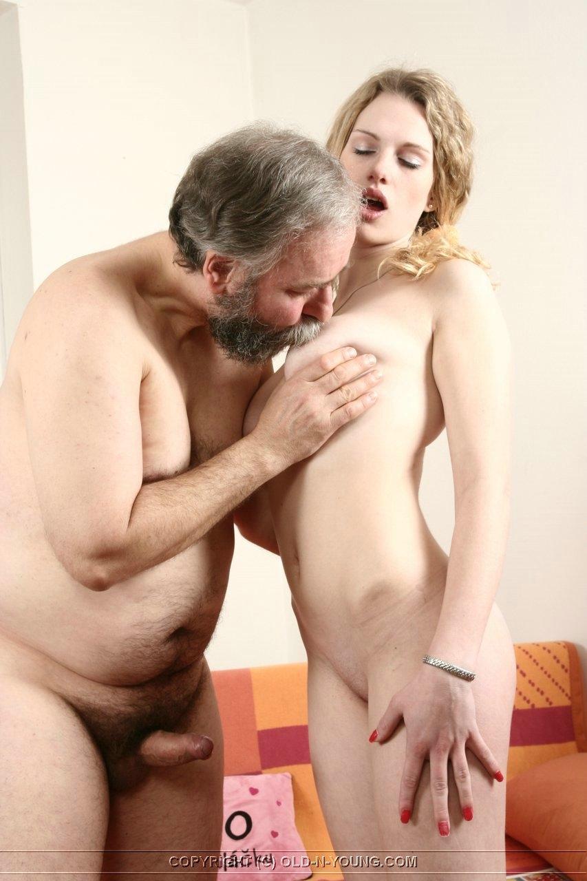 seks-video-muzhik-i-molodaya