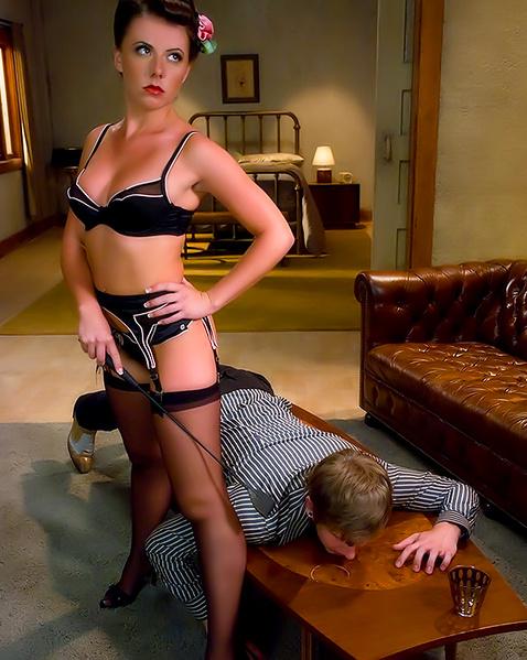 lesbiyanki-so-straponom-igrayut-v-rolevie-igri-seks-v-massazhnom-video