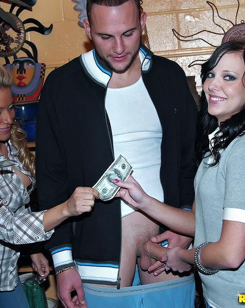 Опытные проститутки разводят на секс за деньки