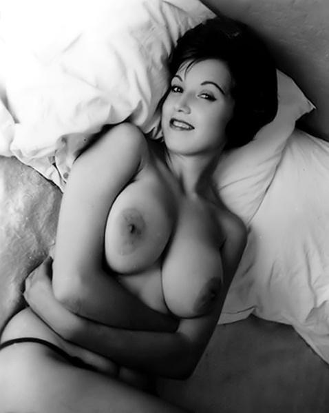 Онлайн жены позируют голыми фото сзади стоя