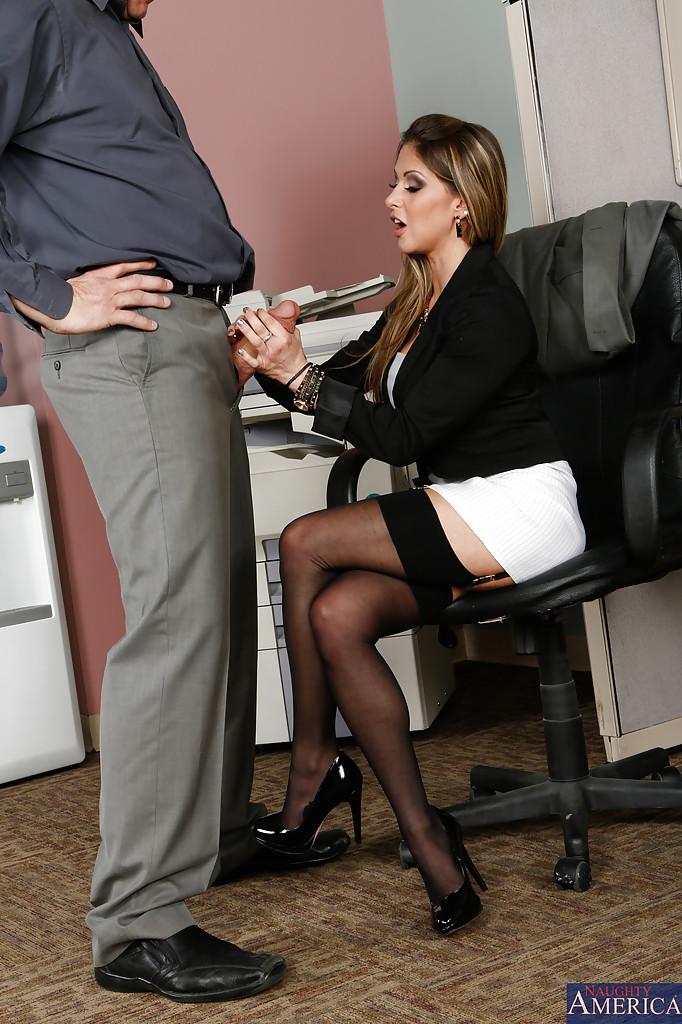 Минет от красавицы секретарши владивостоке фото порно