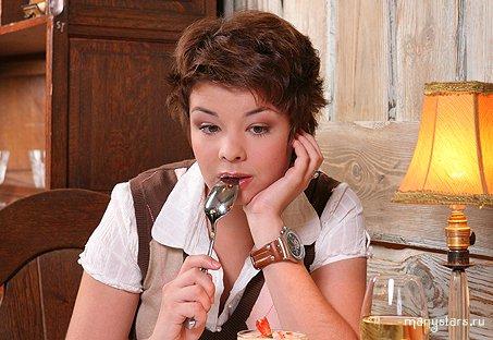 Голая знаменитость Юлия Захарова показала клёвую писю