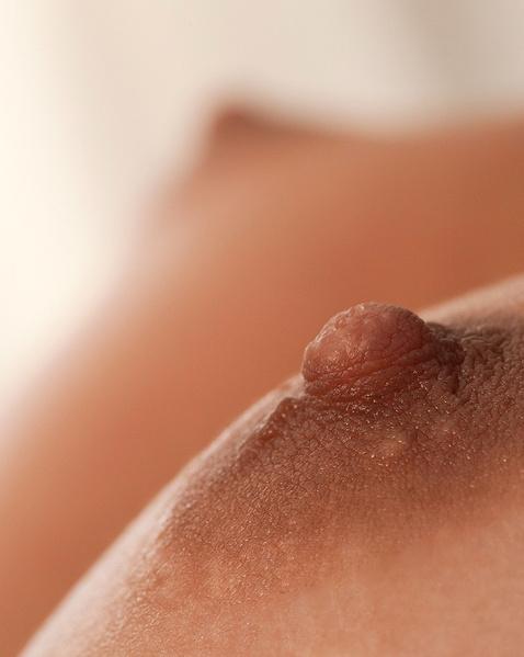 Секс с малолеткой без лифчика и с большими дойками
