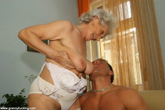 Порно с 50 ти летней блондинкой