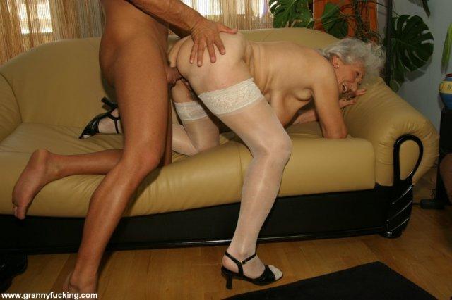 50 летняя женщина в эротическом белье красиво ебётся