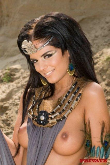 На арабском порно девы устроили групповушку