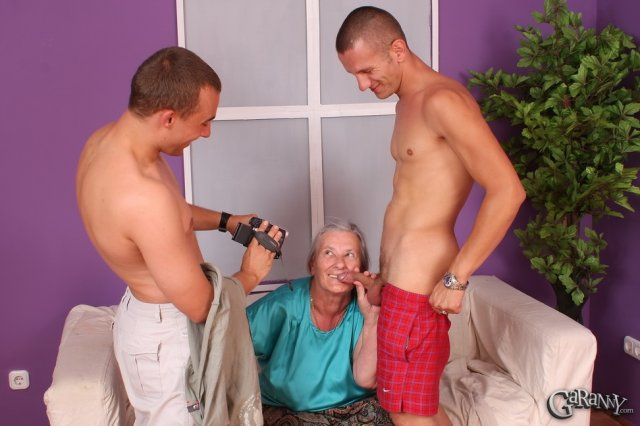 Жирная бабка возбудилась на улице