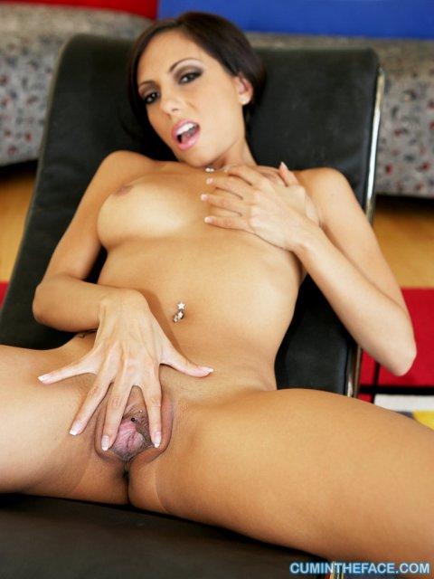 Ненасытную даму после мастурбации ебёт