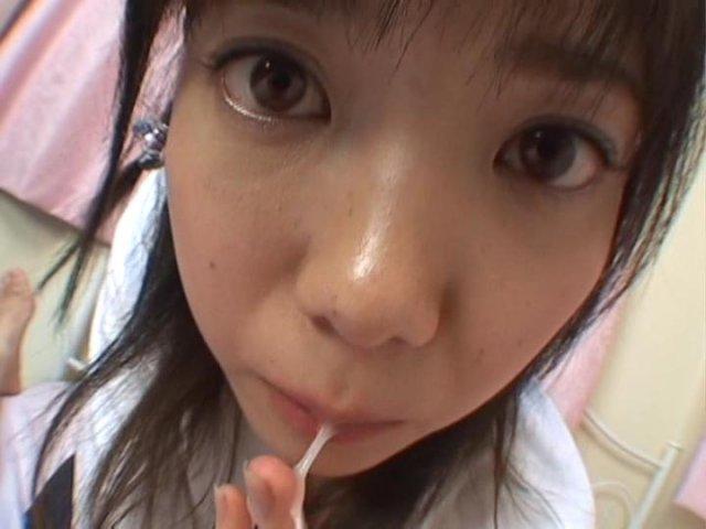 Японка делает минет и дрочит стоячий хер
