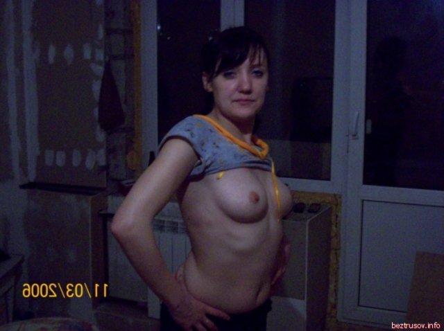 На личных фотографиях обнажённая леди сосёт хер